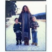 Burgdorf, Idaho 1978. Carole King, Levi & Molly Larkey. Photo by Annie Leibovitz